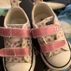 Toddler size 4 converse